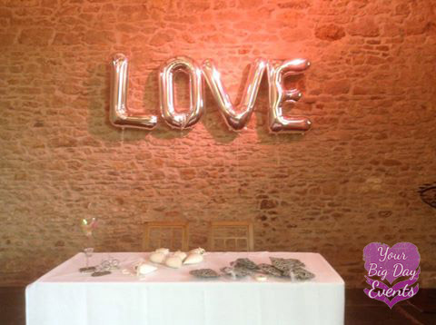 wedding-venue-love-balloon
