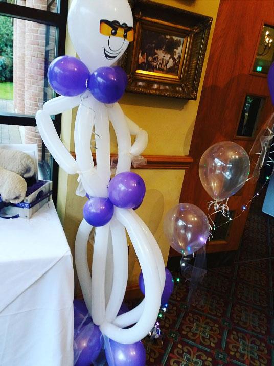 wedding balloon figure